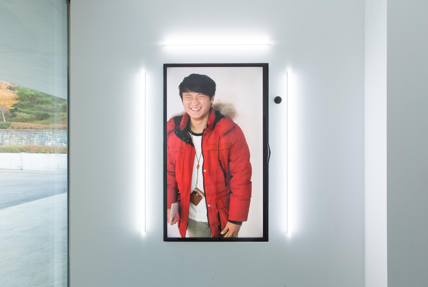Een digitale spiegel met duizenden foto's